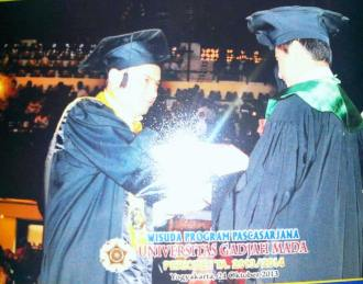 R. Wisuda dr. Moin